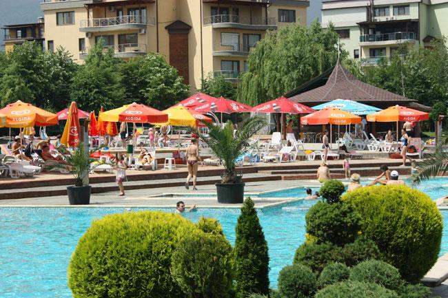 Maxi club Swimming pools